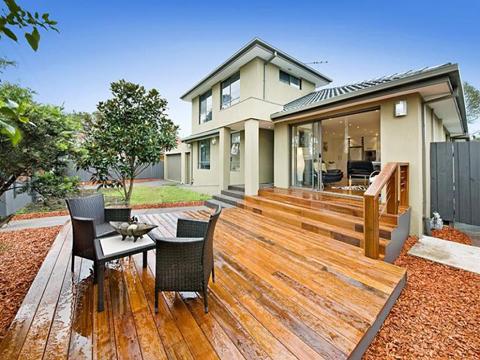 แบบบ้าน แบบบ้านสองชั้นโมเดิร์นสุดสวยมีลานหน้าบ้านนั่งเล่นสบาย ๆ