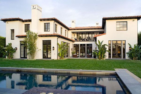 บ้านสวย ๆ สุดสองชั้นบ้านและสวนสวยงามอย่างมากๆเลย