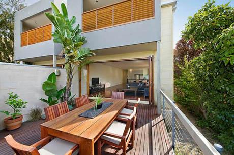 บ้านและสวน บ้าน 2 ชั้น กับร่มเงาธรรมชาติ